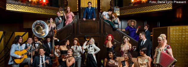 "Scott Bradlee's Postmodern Jukebox auf ""Welcome to the Twenties 2.0 World Tour"". Foto: Dana Lynn Pleasant"